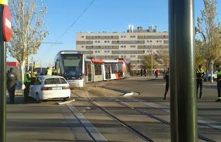 choque coche tranvía Zaragoza