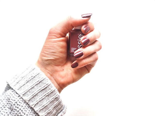 essie, ultimate autumn nail shade, autumnal, angora cardi, review, nail polish, berry, nails