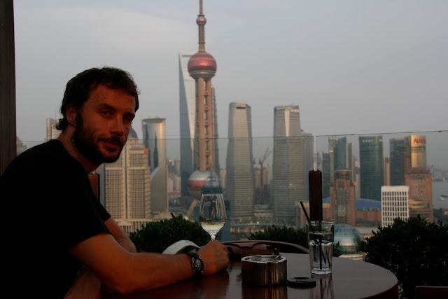 Vistas de Pudong desde la azotea de un hotel, Shangai.
