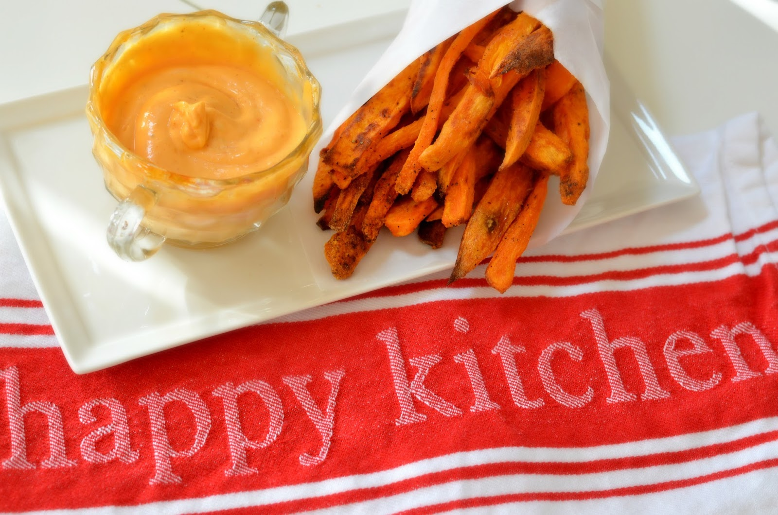 Oven-Baked-Truffle-Sweet-Potato-Fries-With-Spicy-Mayo-Dipping-Sauce