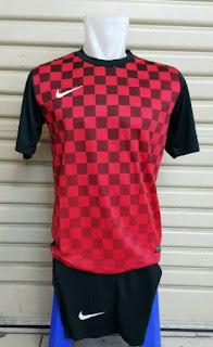Jersey setelan futsal Nike seri Precision III kotak-kotak warna merah terbaru musim 2015/2016 enkosa sport toko online baju bola terpercaya