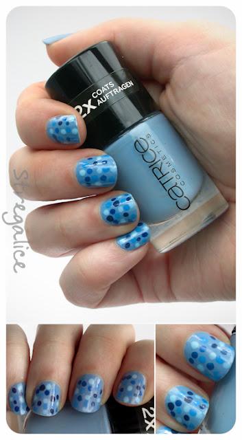 blue dots nailart