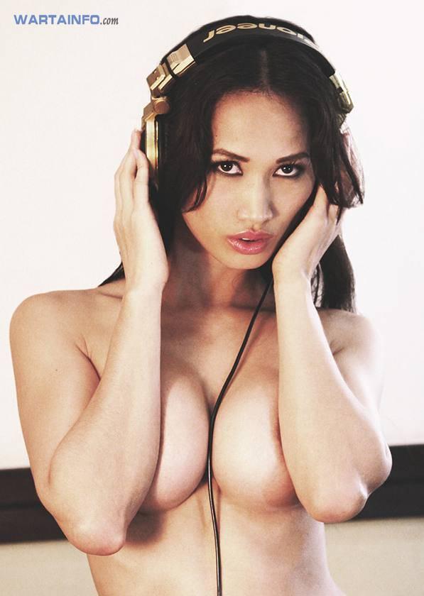 Foto Hot telanjang dada payudara bulat Angie Vu Ha DJ Wanita Cewek Cantik Vietnam Terseksi di Asia