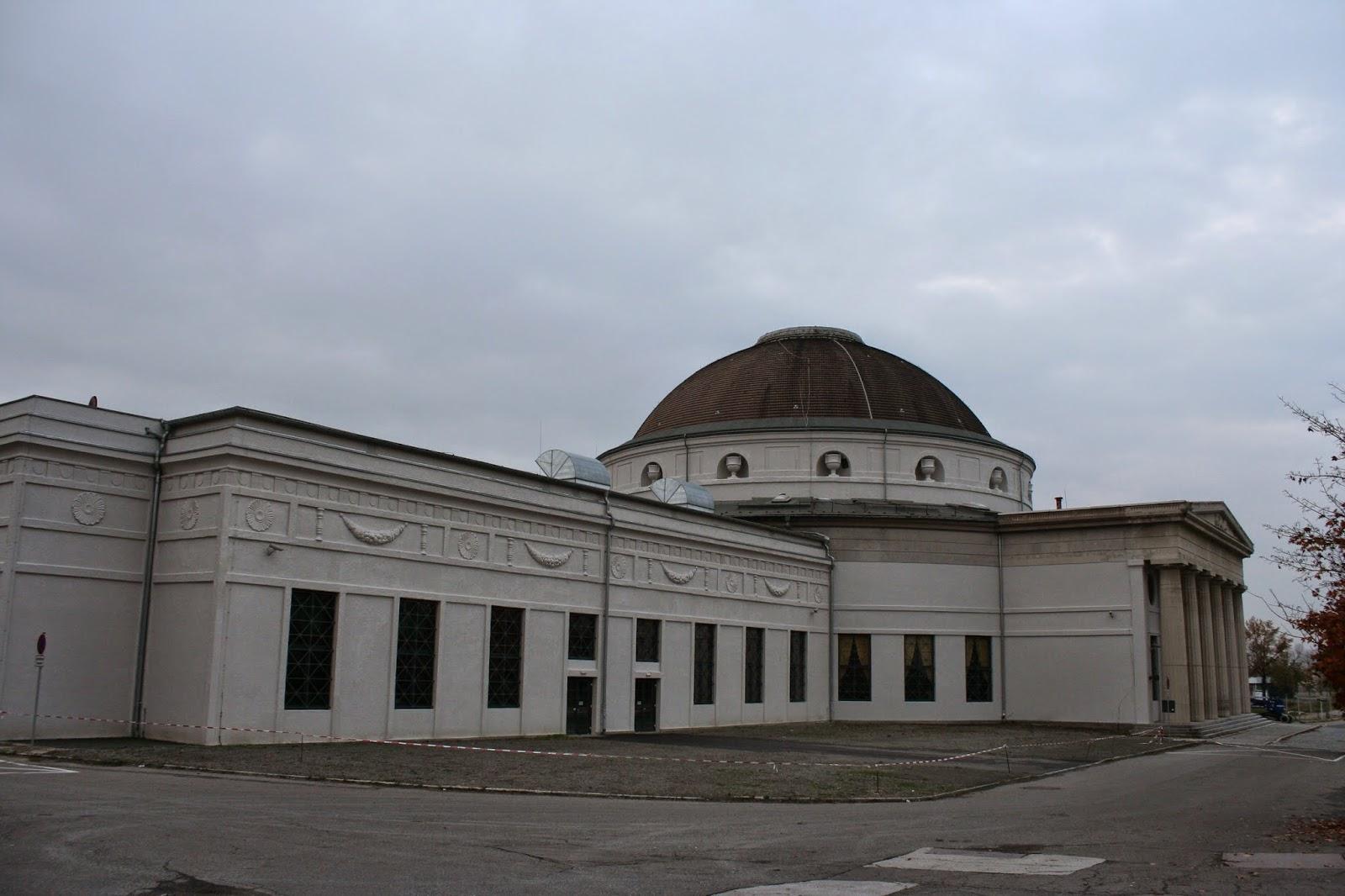 Der Kreis'sche Kuppelbau ist eines von 3 denkmalgeschützten Gebäuden auf der Alten Messe - wurde 1913 gebaut