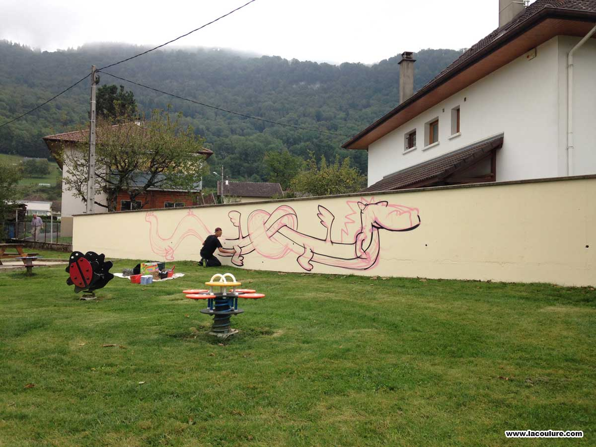 collectif la coulure graffiti lyon pink dragon. Black Bedroom Furniture Sets. Home Design Ideas