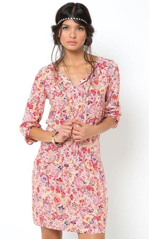 Robe courte fleurie fond rose à manches longues