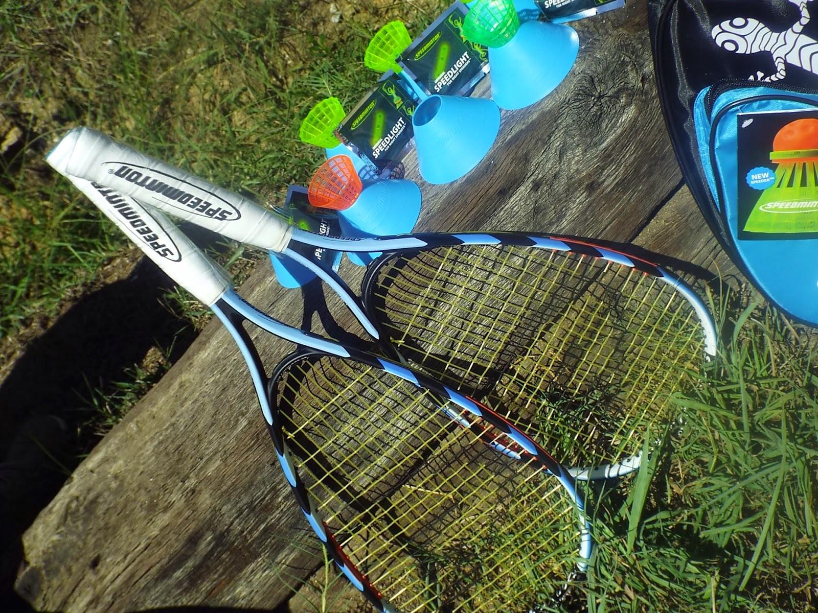 Speedminton S200 Set includes two rackets