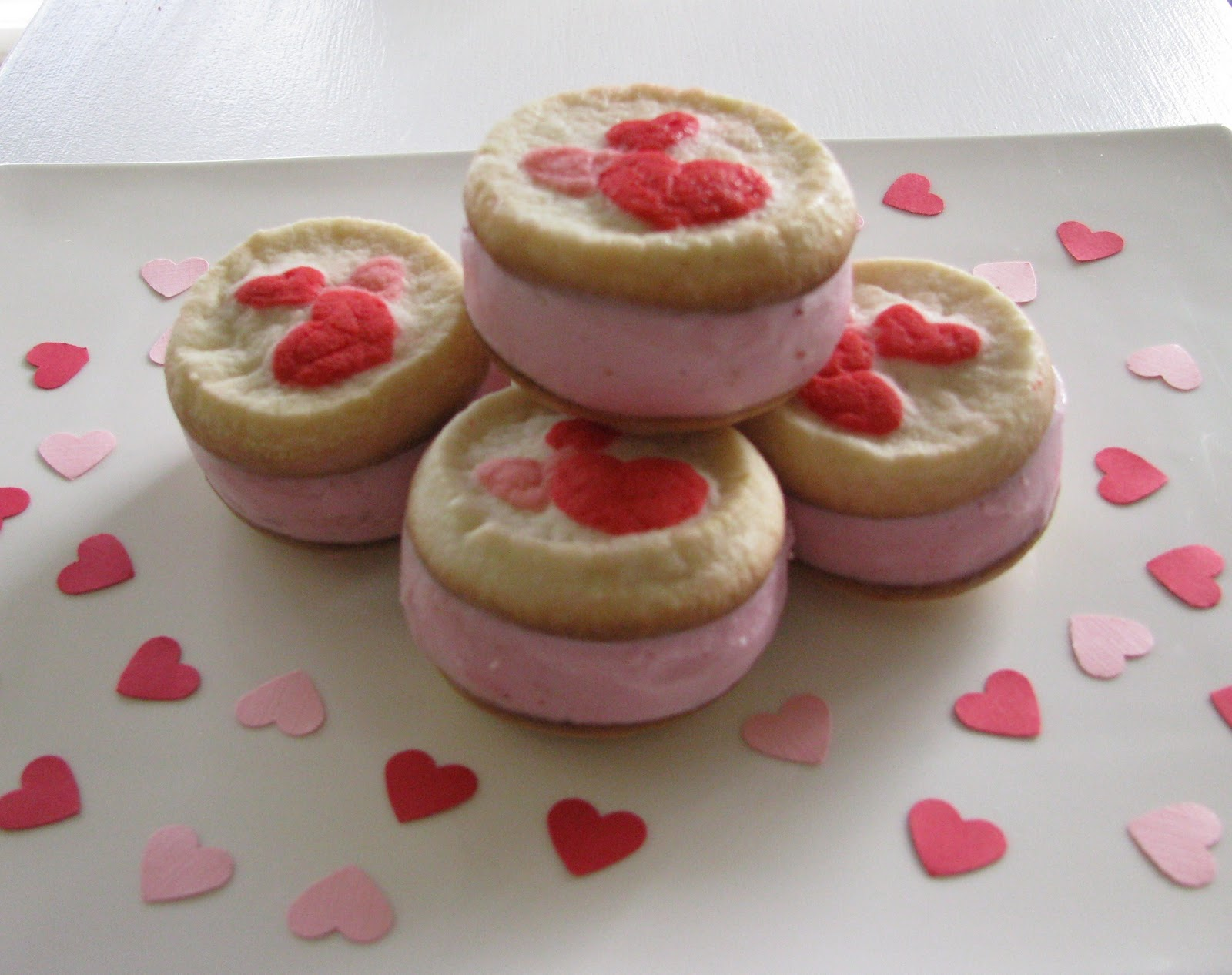 Sheek Shindigs: Easy Valentine's Ice Cream Sandwiches