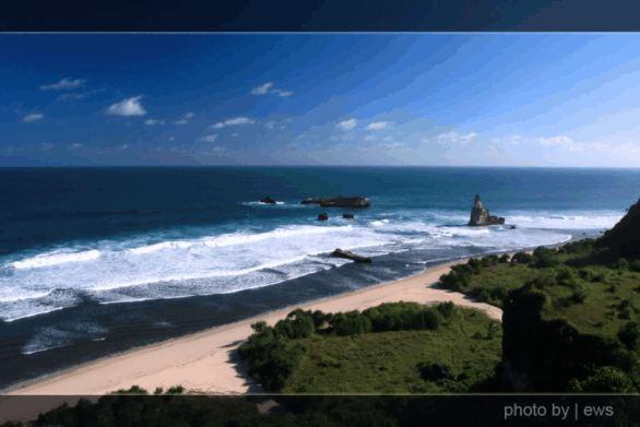 Pantai Srau, Tempat foto prewedding dan surfing di Pacitan