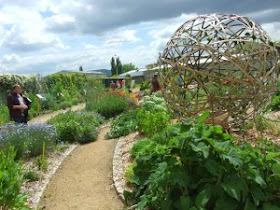 Contemporary basketry in gardens - Ikea jardin potager clermont ferrand ...