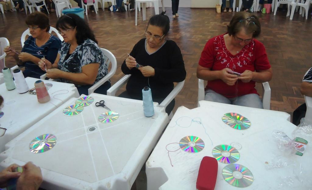 Super Tílias News : Programa de Atenção ao Idoso produz artesanato em  JK87