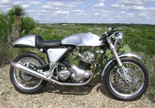 1974 NORTON 850 COMMANDO CUSTOM Cafe Racer monoshocks