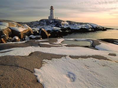 pictures of lighthouses with snow