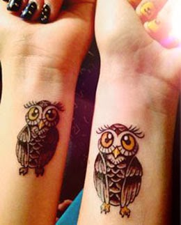 Imagens de tatuagens de coruja no pulso feminino