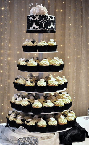 Black  White Wedding Decorations on Wedding Cakes Pictures  Black And White Wedding Cupcakes