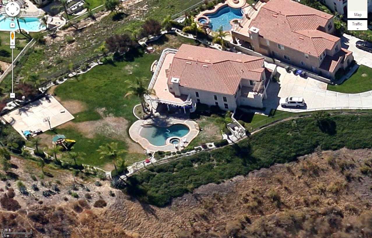 Other celebrities living or previously lived in Encino discussed on    Kenny Smith House