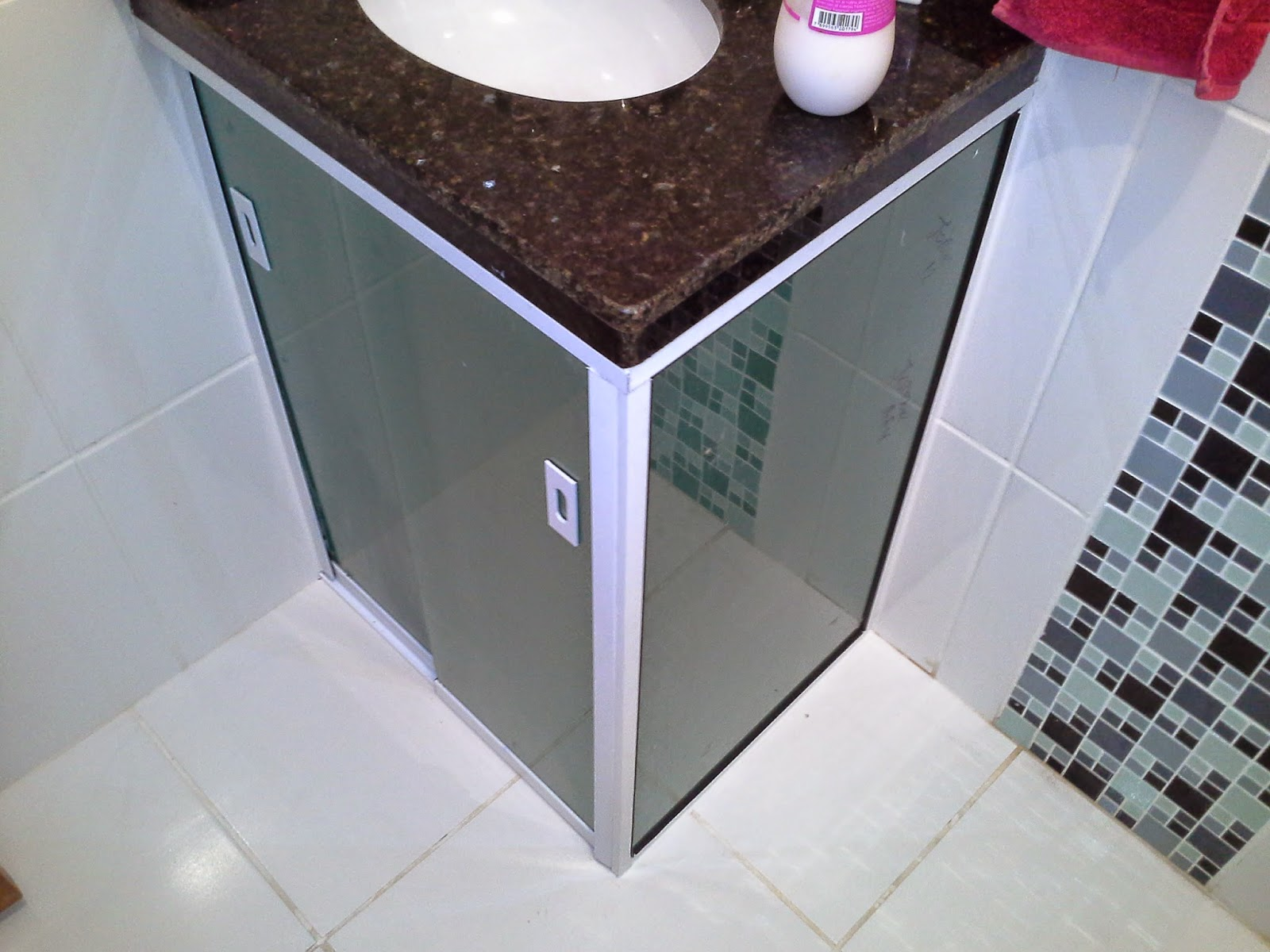 AF4 TEMPER VIDROS: Pias de banheiro em vidro verde fumé jateadas. #792838 1600 1200