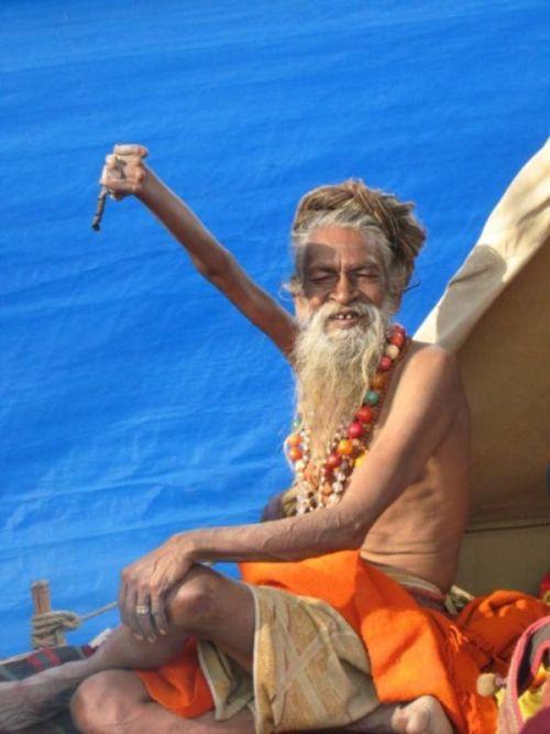 Demi Mengabdi pada Dewa Siwa, Lelaki Ini Mengangkat Tangannya selama 38 Tahun