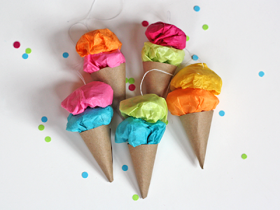 http://howaboutorange.blogspot.com.es/2011/12/easy-paper-ice-cream-ornaments.html