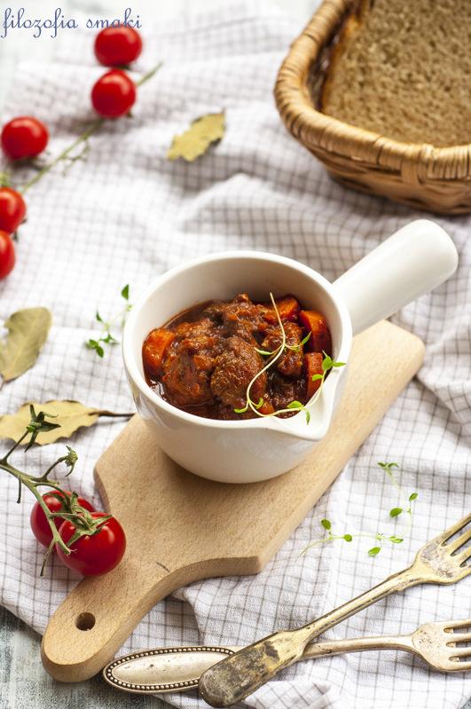 Gulasz wieprzowy z pomidorami