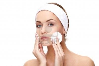 La máscara para la persona las levadura y el peróxido las revocaciones
