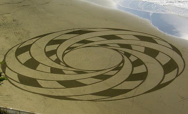Lukisan Menakjubkan Di Atas Pasir Eeee