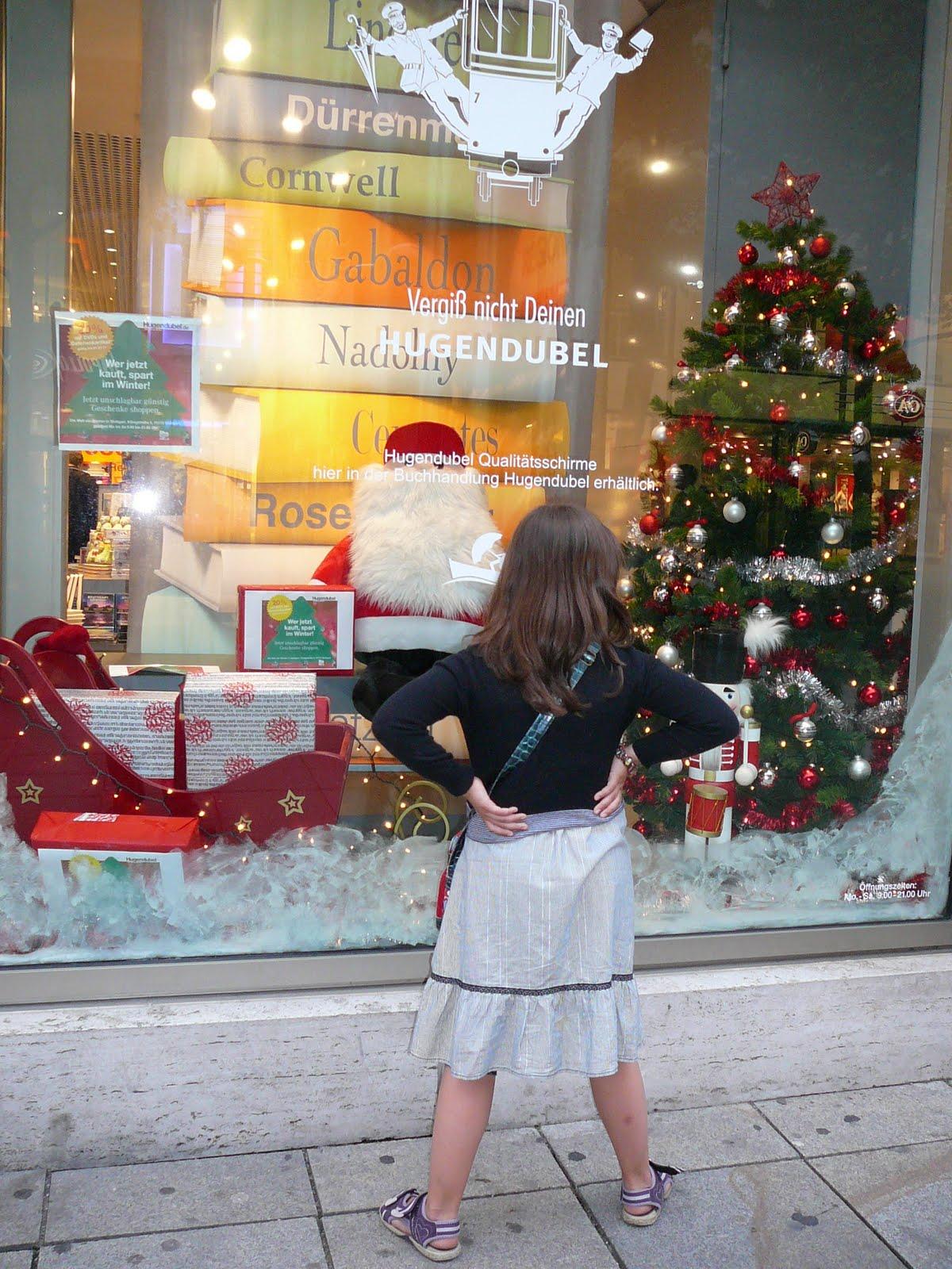Die weihnachtsbloggerei die ersten schaufenster sind schon weihnachtlich dekoriert - Schaufenster weihnachtsdeko ...