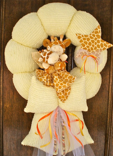 27. Mom and baby giraffe wreath