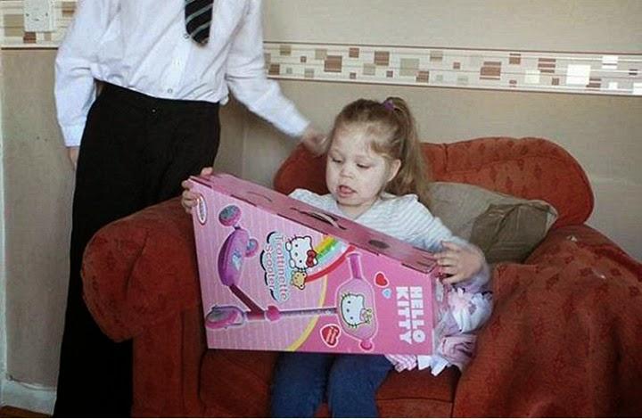 بالصور: طفلة لا يتوقف لسانها عن النمو!  520142272041