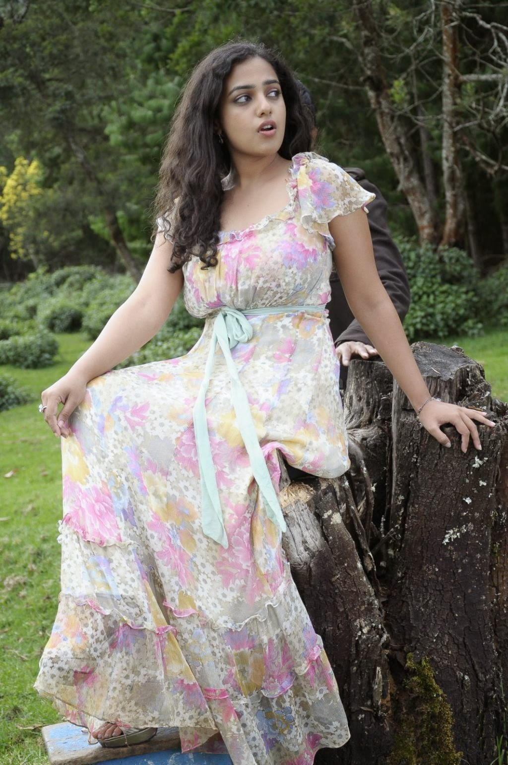 Nithya Menon Spicy Indian Film Actress And Playback Singer Very Beautiful And Hot Sexy Stills Wallpapers