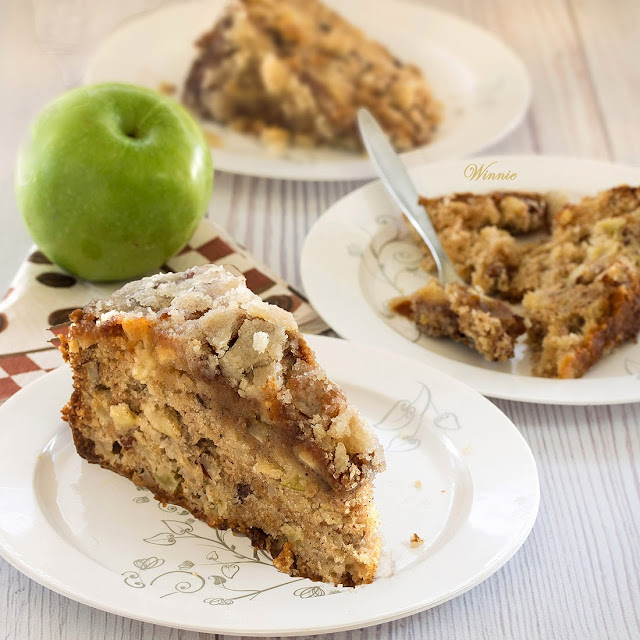 Apple Caramel Cake