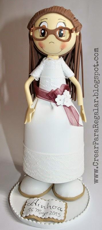 fofucha con traje blanco primera comunion