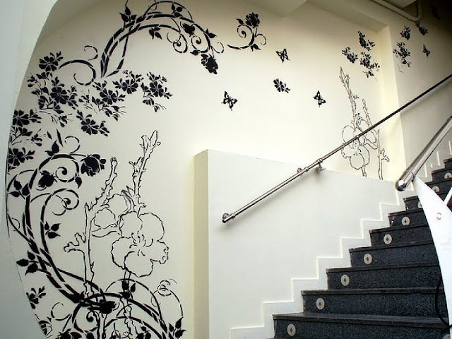 DECORACION DE ESCALERA EN BLANCO Y NEGRO