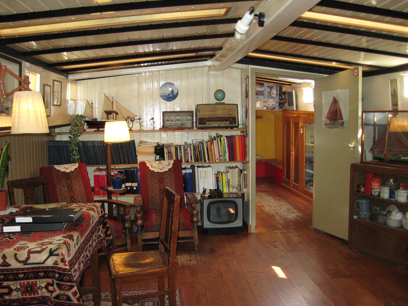 Casa sull 39 acqua houseboat museum turisti a ogni costo for Amsterdam case in vendita