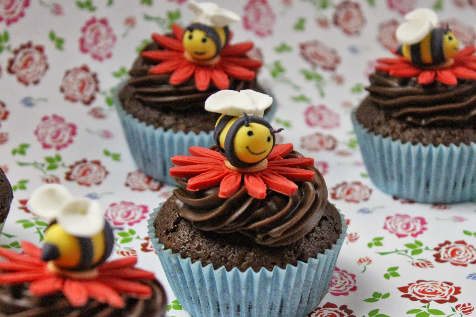 bienen cupcake topping ideen f r kindergeburtstag rezepte jamblog. Black Bedroom Furniture Sets. Home Design Ideas