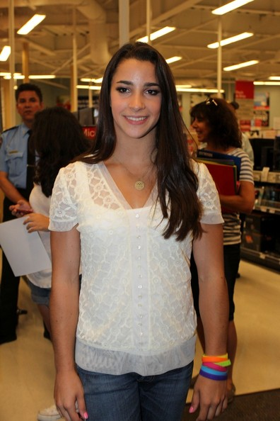 Alyraismanfans 2012 how you can dress like aly m4hsunfo