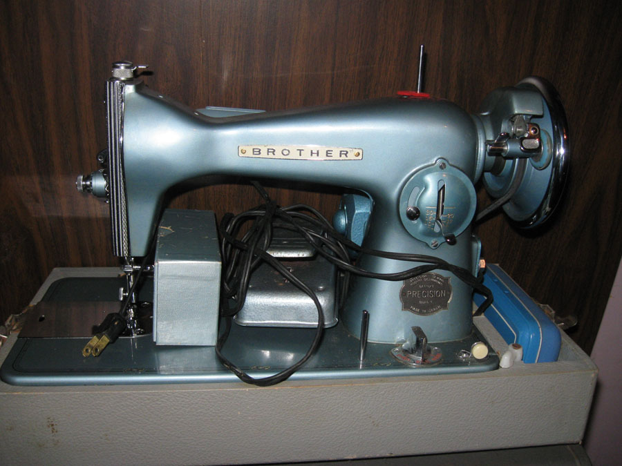 All Things Crafty Caught The Antique Bug Impressive Craigslist Industrial Sewing Machine