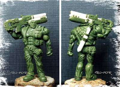 miniatura del personaje del hermano mayor, hecha por ªRU-MOR, para el grupo de la Familia Calamidad. Escala Warhammer 40000