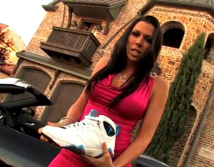 The sneaker addict rachel starr teaches how to insert a sneaker shield rachel starr teaches how to insert a sneaker shield altavistaventures Image collections