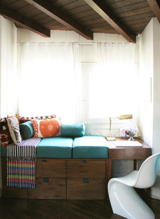 Cozy window seat © @compai