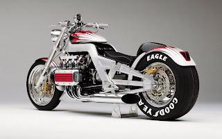 Afbeelding van een zilver met rode custom motor