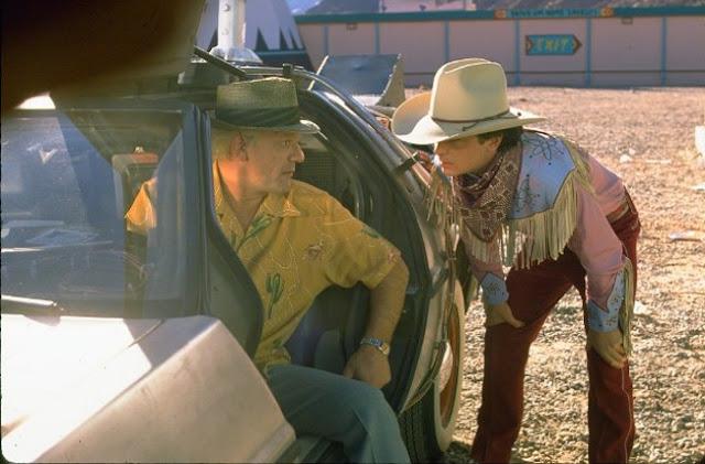 Marti McFly y Doc hablan sobre el Delorean