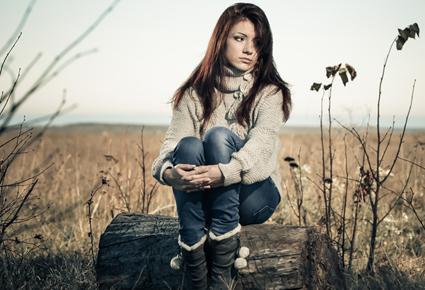 ماذا تفعلين اذا وجدت ان صديقتك المقربة على علاقة بحبيبك السابق - فتاة وحيدة حزينة جميلة - lonely sad beautiful girl