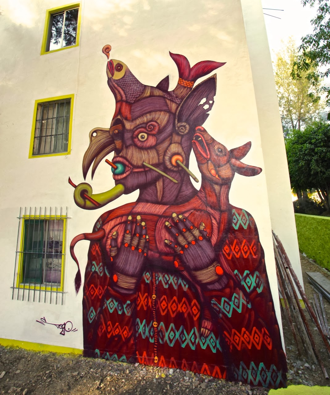 Sego just sent us a series of pictures from his newest mural on the streets of Oaxaca, Mexico. Organised by Mamutt Creativity, the Mexican artist quickly painted this signature mural. 1