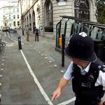 Penunggang basikal Mempunyai Pertukaran yang Paling Mesra dengan polis London
