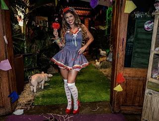 A atriz Lívia Andrade em sua festa de aniversário em São Paulo nesta quarta (1) ,resolveu falar sobre Helen Ganzarolli. Nunca tive e nem quero me aproximar dela como colega fora do SBT.