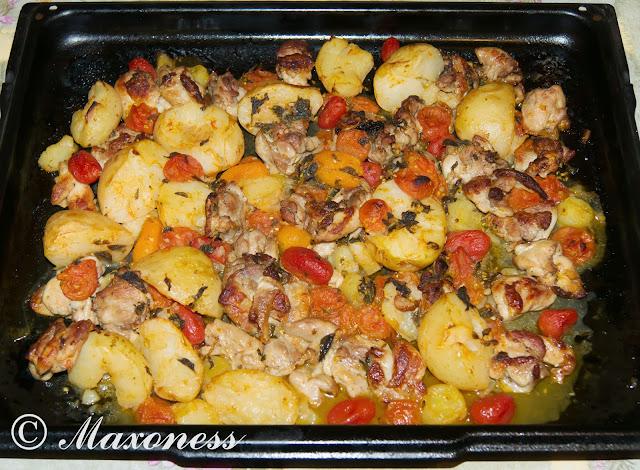 Хрустящие куриные ножки с молодым картофелем и помидорами от Джейми Оливера