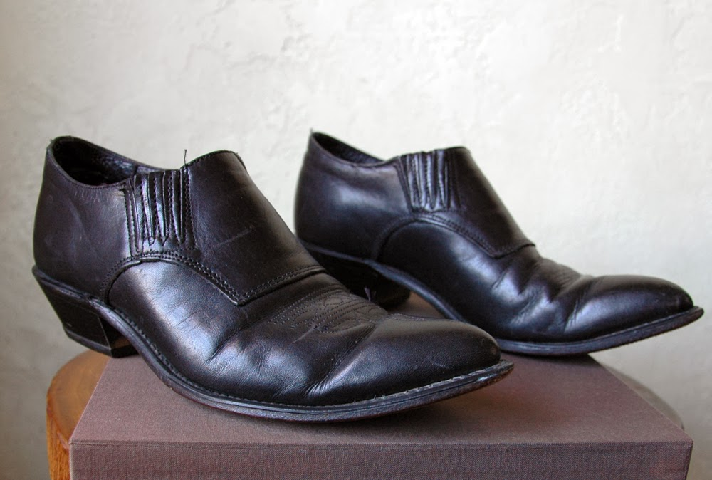 https://www.etsy.com/listing/176673851/vintage-90s-black-leather-western?