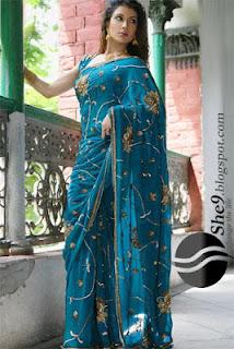 Girls+Wear+Sari+010