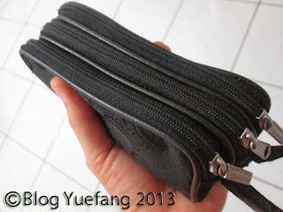 Three_compartment_black_purse